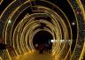 郑州一商场广场彩灯闪烁 点靓了夜郑州