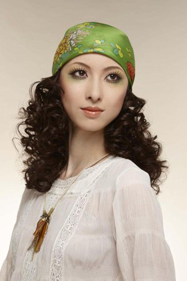 20世纪70年代前半期 民族嬉皮士风格。这种风格直到2015年的现在,也在部分人群中有一定的人气。唱作人及个性的艺术家喜欢这种妆容。