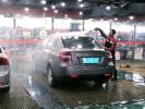 好问题!自动驾驶汽车如何清洗 目前只能手动清洁