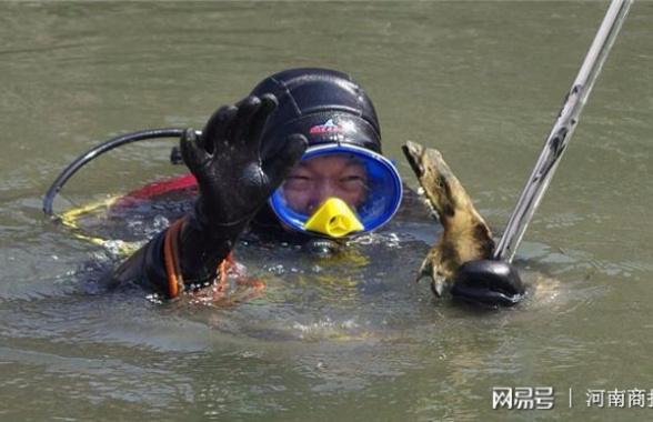 郑州一男童室内游泳馆溺水 男子想帮忙却遭无端质疑