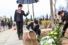 沈阳回龙岗墓园举行首届集体树葬 6位逝者安葬在梧桐树下