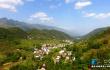 三峡腹地美丽乡村 红瓦白墙绕青山
