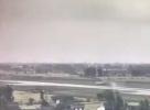公务机在扬州训练时冲出跑道,机场:无人伤亡,正在处理中