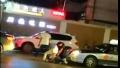 三男子当街围殴出租车司机续 郑州警方:两人已被拘