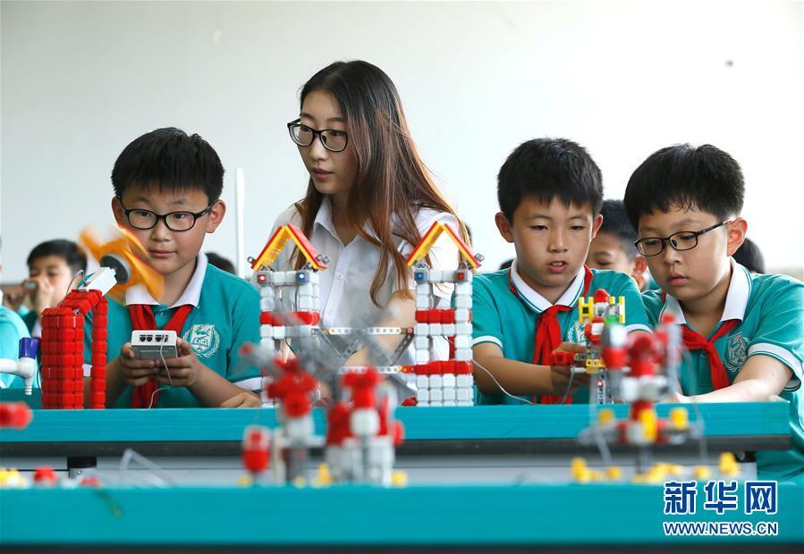 """#(教育)(2)山东青岛:""""科技课堂""""伴成长"""