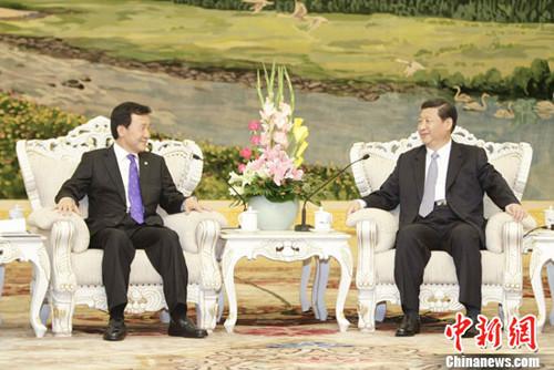 习近平会见韩国民主党党首、国会议员孙鹤圭