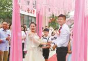 洛阳市嵩县驻村第一书记余长宇迟到的婚礼