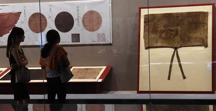 南京大报恩寺遗址出土宋代丝绸展开幕