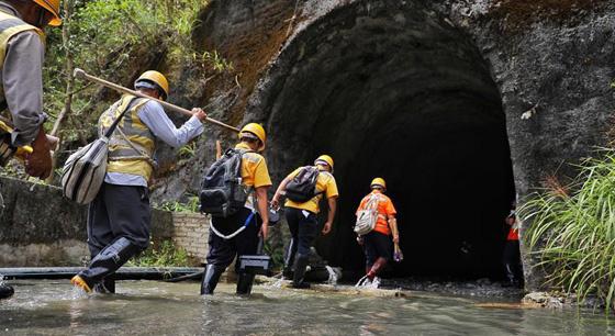 隧道守护者 忙碌在汛期