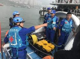救援队员父亲乘重庆坠江公交遇难:我想救出他后说我爱他!