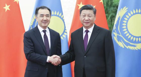 习近平会见哈萨克斯坦总理萨金塔耶夫