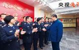 【央视快评】坚定不移走中国特色社会主义法治道路
