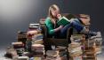 英国学生考前压力山大 学校养小狗做心理疏导