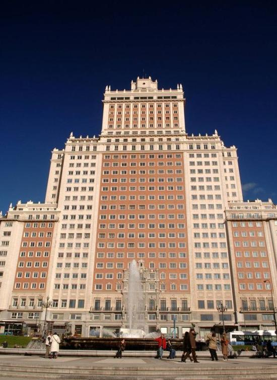 王健林购西班牙地标要拆除重建 遭7万民众反对