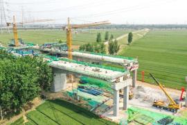 阳新高速金堤河特大桥挂篮施工顺利合龙