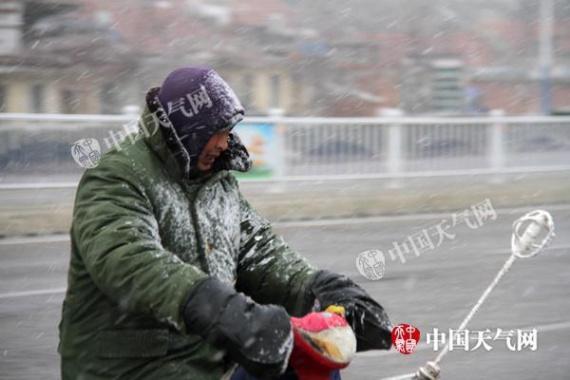 长江中下游多地气温创入冬新低 东海大风阻航运