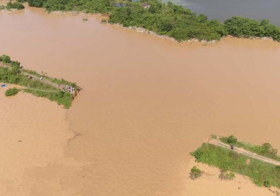 导致江西鄱阳县滨田水库泄洪道河堤(滨田河)出现堤身溃口,影响堤内