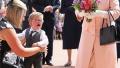 尴尬!男童给英女王献花后嚎啕大哭