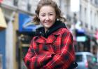 张子枫巴黎春日街拍 休闲造型尽显少女清爽活力