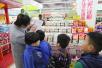 """儿童逛超市 体验""""消费维权"""""""