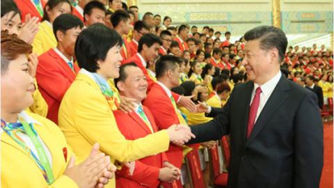 习近平会见奥运代表团:中国队加油!中国加油!