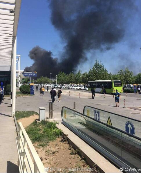北京大兴东方时尚驾校附近起火了!现场浓烟滚滚