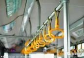 信阳一公交车司机殴打乘客 公交公司:司机已被停职