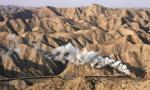 迷上中国蒸汽火车的歪果仁:过去20年都在中国拍火车!