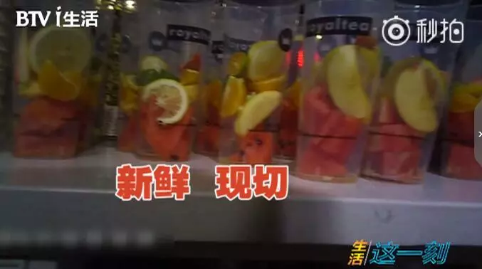 触目惊心!记者爆料网红饮品店:饮料比刷锅水还脏