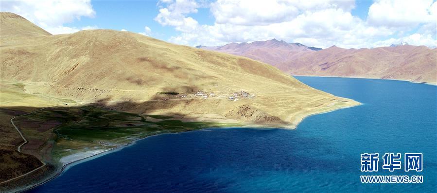 鸟瞰西藏大美羊湖