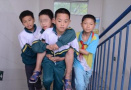 8同学背脑瘫生数年
