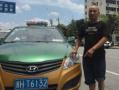 浙江开化一孕妇车上产子 的哥超速救人被免于处罚