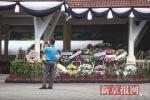泰国普吉府府尹为沉船遇难者举行祭祀活动