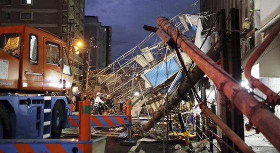 """超强台风""""飞燕""""登陆日本 破坏力惊人"""