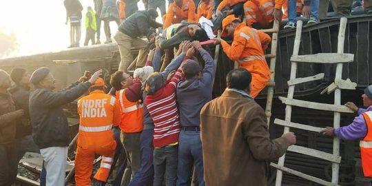 印度一火车脱轨 造成8人死亡 20余人受伤