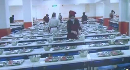 北京:加强学校食品安全 学校负责人应与学生一同用餐