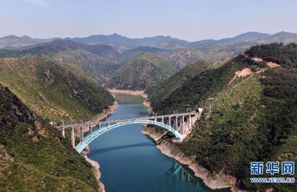 纵贯南北的能源运输大通道浩吉铁路开通