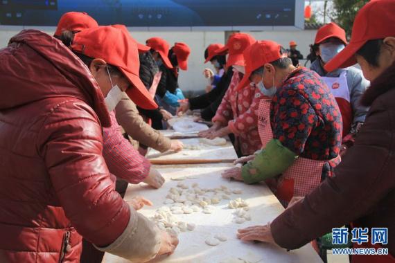 河南宝丰:千人饺子宴 欢乐迎新年