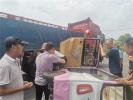 途遇老人騎三輪車側翻 漯河生態環境局幹部緊急施援手