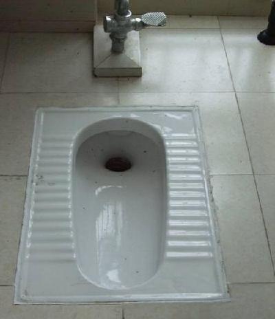 一旦座式抽水马桶的应用范围从家里换到了公共