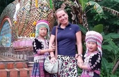 游客泰国寺庙里丢手表
