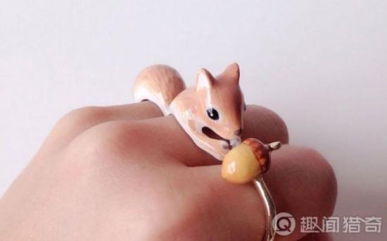 一般三个戒指都由动物的三个身体部位组成