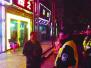 民警夜巡KTV一条街 青山公园家街区警情降九成