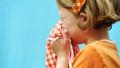 2岁男孩流鼻血昏倒送医后竟离世,只因妈妈的错误处理方法
