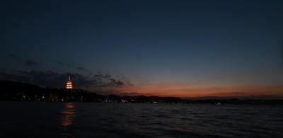 这是晚霞映衬下的雷峰塔(8月28日摄)。