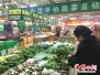 """山东淄博:菜价亲民惹人爱 """"一元菜""""重回市民餐桌"""