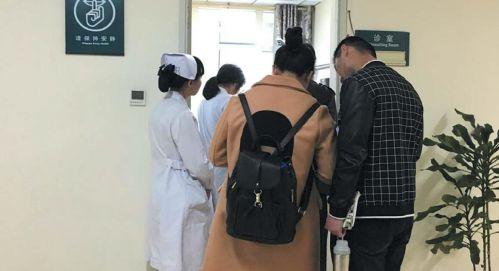 20日上午,在山东省立医院睡眠医学中心,不少患者在等待就诊 齐鲁晚报记者陈晓丽摄