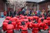 滨州:小学生穿古装行礼感恩父母
