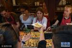看看国外的饺子跟中国差别有多大 不说根本认不出来