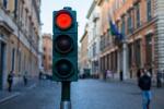 红绿灯并不安全?法国多地计划减少红绿灯